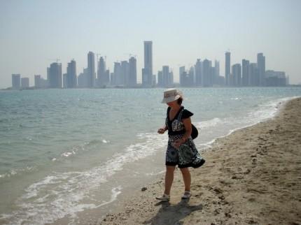 Mamka v Kataru - veřejná pláž ve West Bay