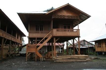 Woloan - dřevěné domečky