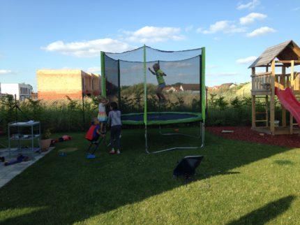 zahrada-deti_tramp
